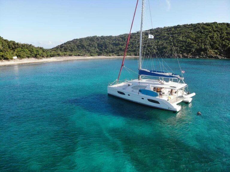 Sol Seeker charter yacht sailing in the US Virgin Islands